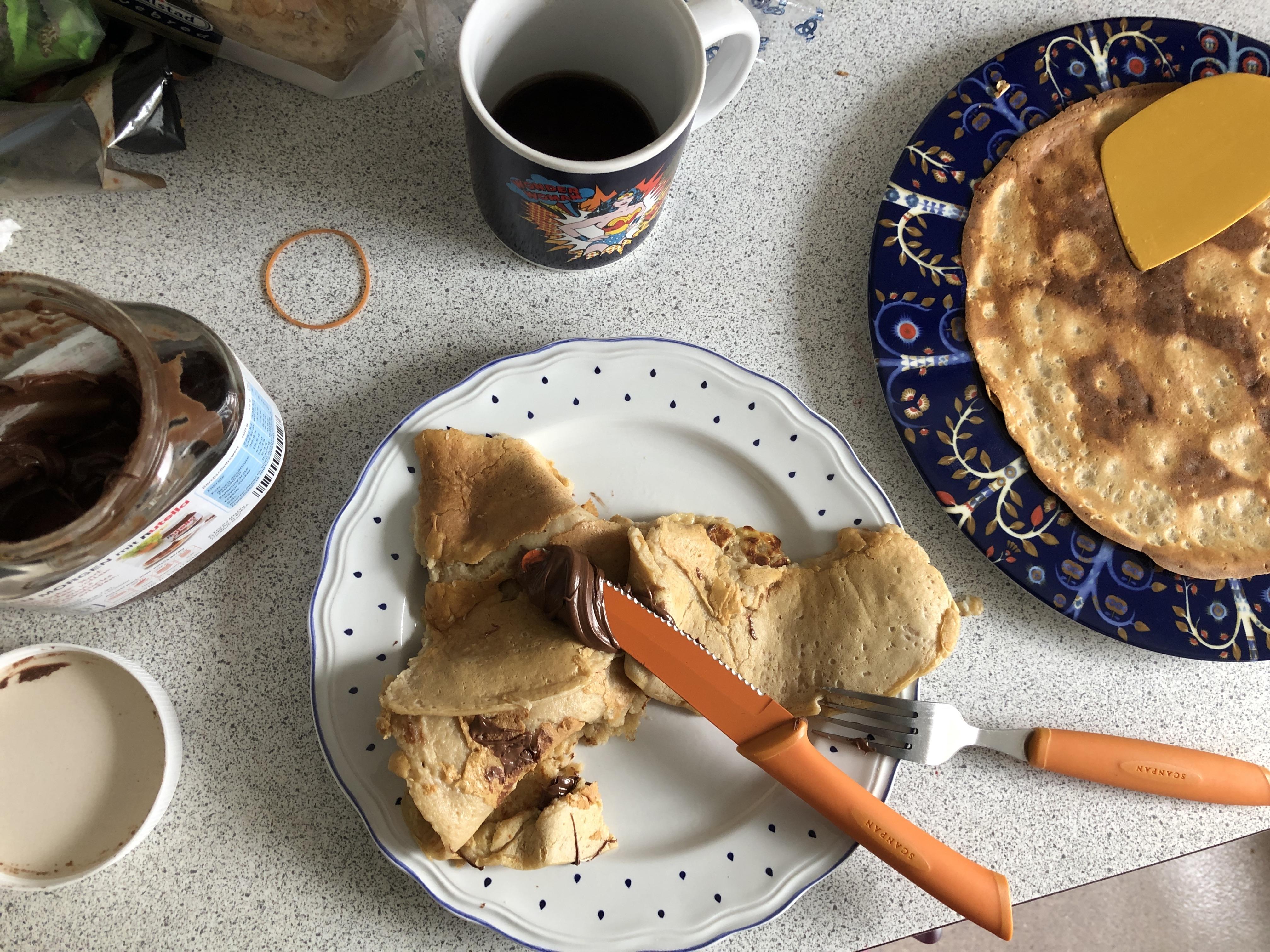 Pandekager og Nutella når verden er dum